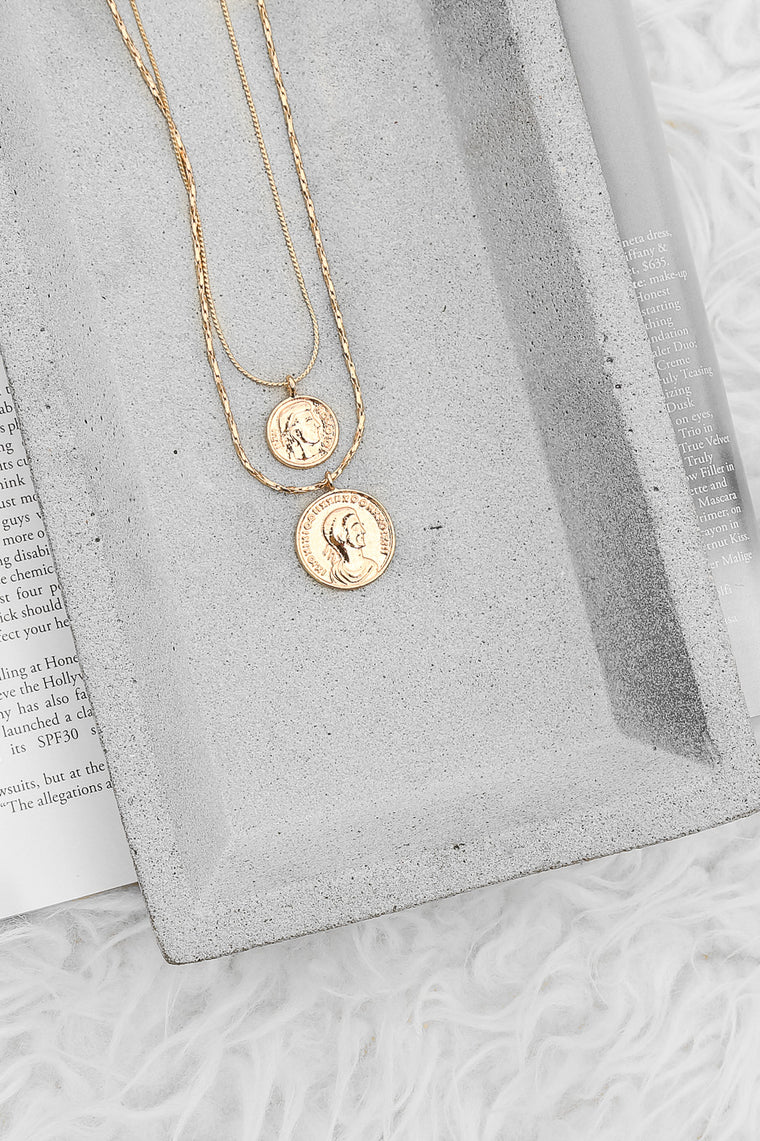 salute necklace in gold