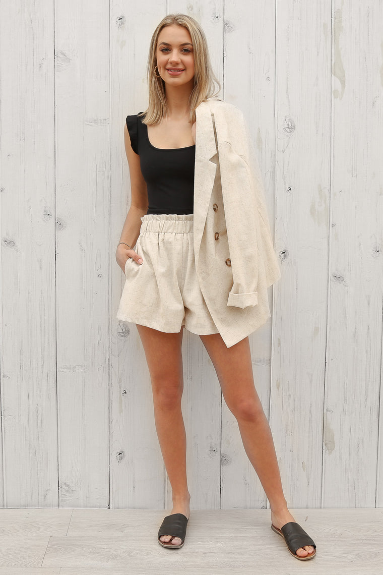alice linen shorts in beige