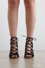newport heel in black by therapy