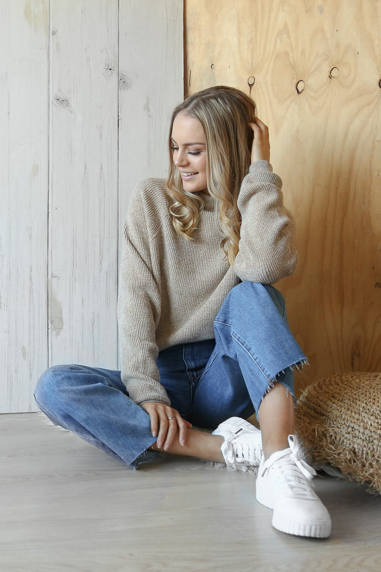 sender knit in beige