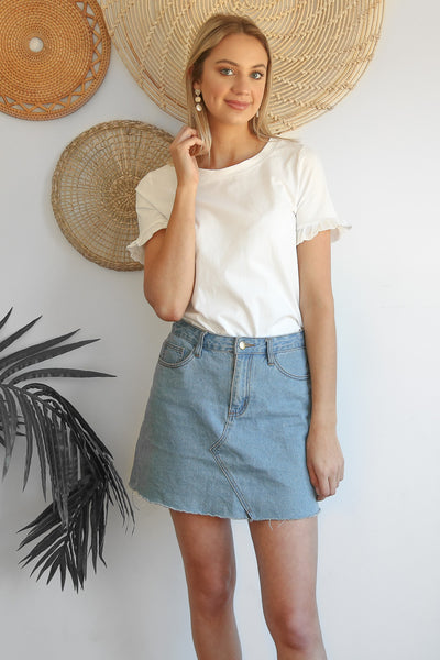 basic frill tee in white
