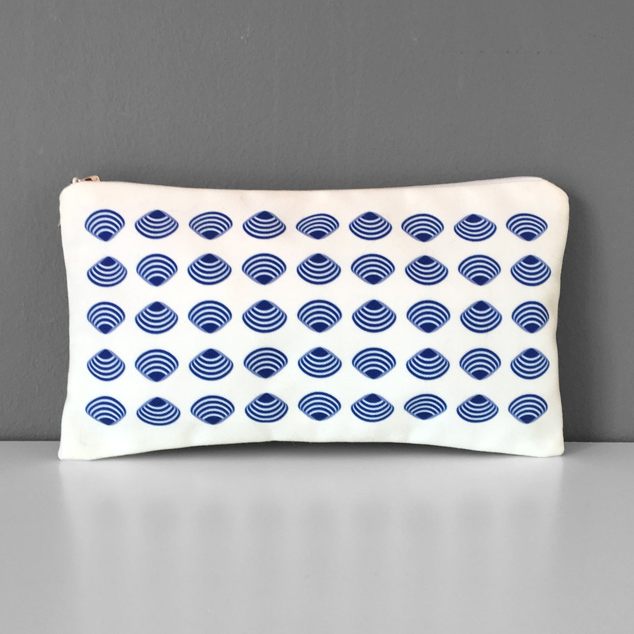 Shell pattern cosmetic bag