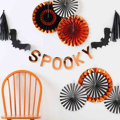 "Halloween Partygirlande. Schriftzug ""Spooky"" in Orange Metallic"". Ginger Ray."