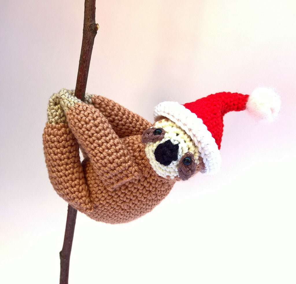 Santa sloth, Christmas stuffed sloth toy - Crochet on a tree