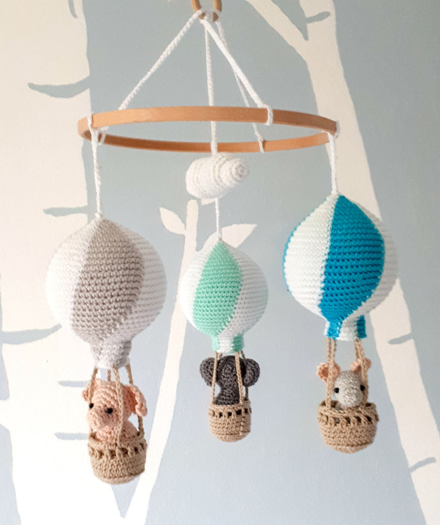 Travel theme nursery mobile with hot air balloons, baby shower gift - Crochet on a tree