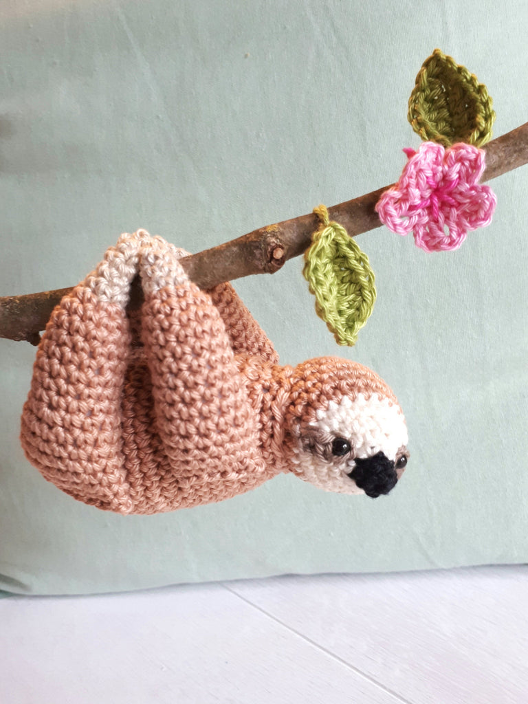 Sloth amigurumi crochet pattern - Crochet on a tree