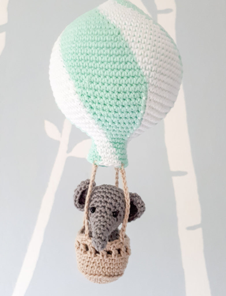 Elephant amigurumi in hot air balloon crochet pattern - Crochet on a tree