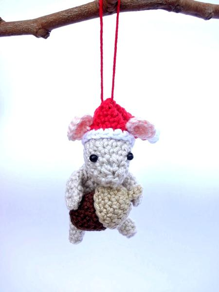 Christmas mouse ornament - Crochet on a tree
