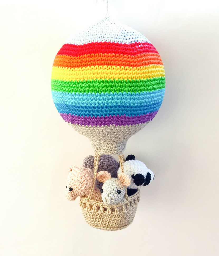 Hot air balloon rainbow decoration - Crochet on a tree
