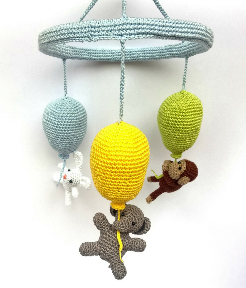 Balloon mobile - Crochet on a tree