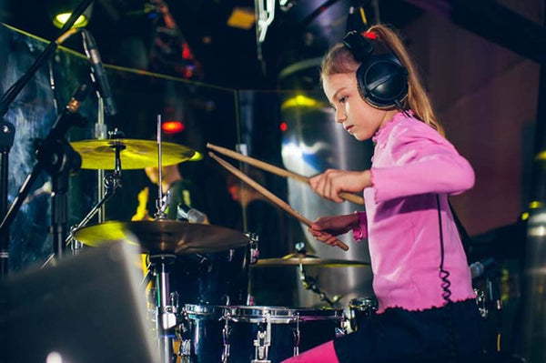 Drumming, Live, Girl, Drum Sticks, Drum Kit