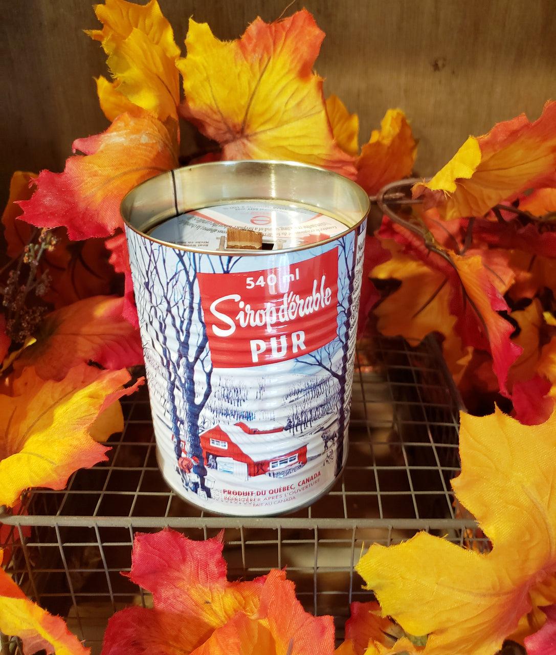 Crackling Wick Maple Candle the CUTEST can