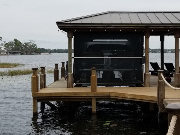 Boathouse lift with PowerScreen