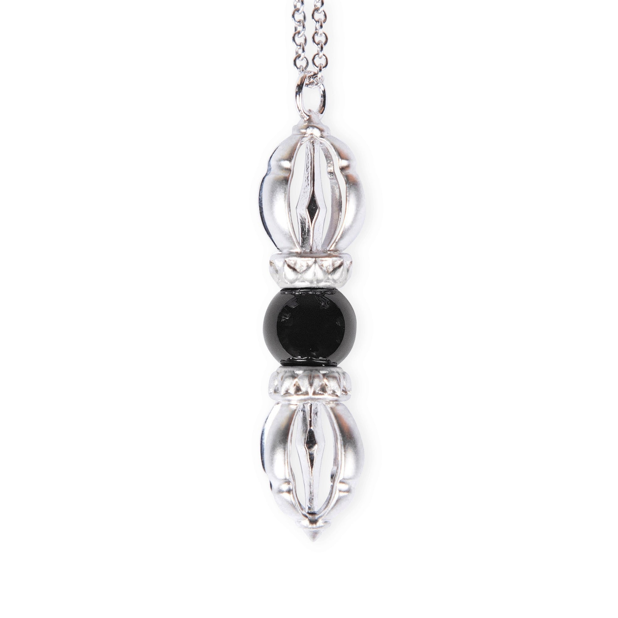The Silatha Black Onyx in white gold for more strength, self-control, emotional stability and the ability to let go. Paired with a meditation course.