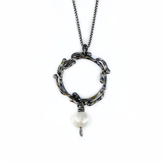 Black and White Wreath Necklace