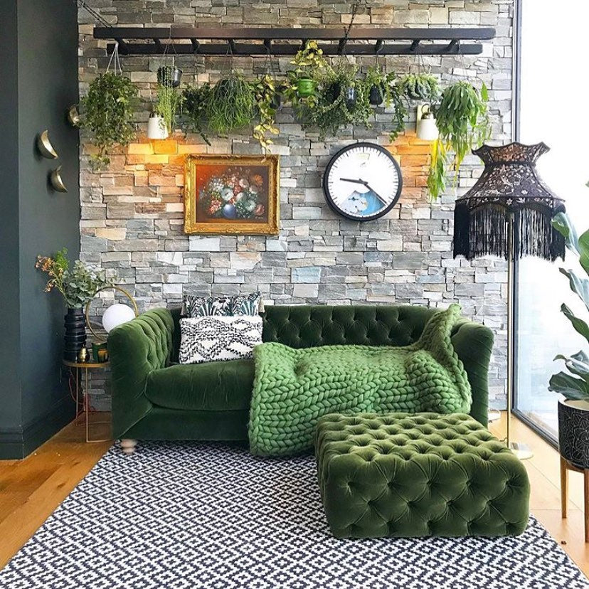 How to Decorate Living Room Walls on Budget