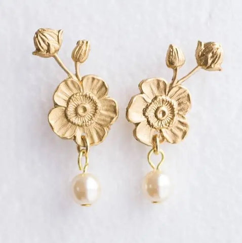 Flower and Pearl stud earrings
