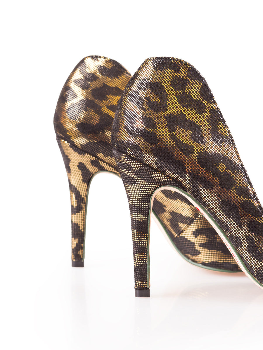 """Noir Gold"" Flashy Leopard Pointy Toe"