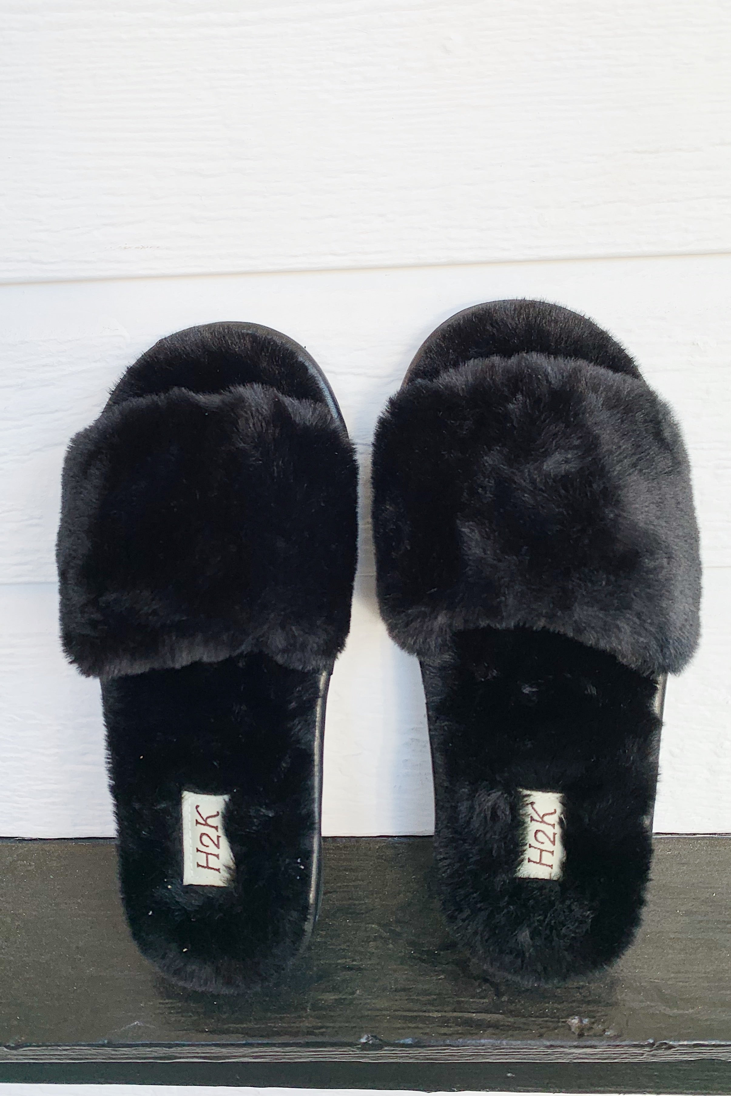 Jennifer_B Fuzzy Slippers - Black