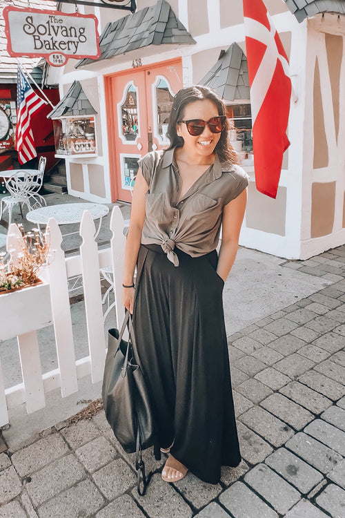 Black Loose Fit Pleated Wide Pants