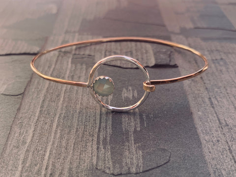 Clasping Bangle - Orbit Set Gemstone