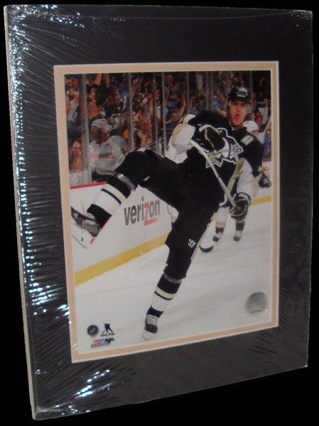 Evgeni Malkin Pittsburgh Penguins Celebration Matted 8x10 Photo Picture Poster Print
