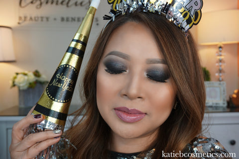 Here is my NYE's makeup tutorial. The video is a classic grey and black  smokey eye tutorial ...