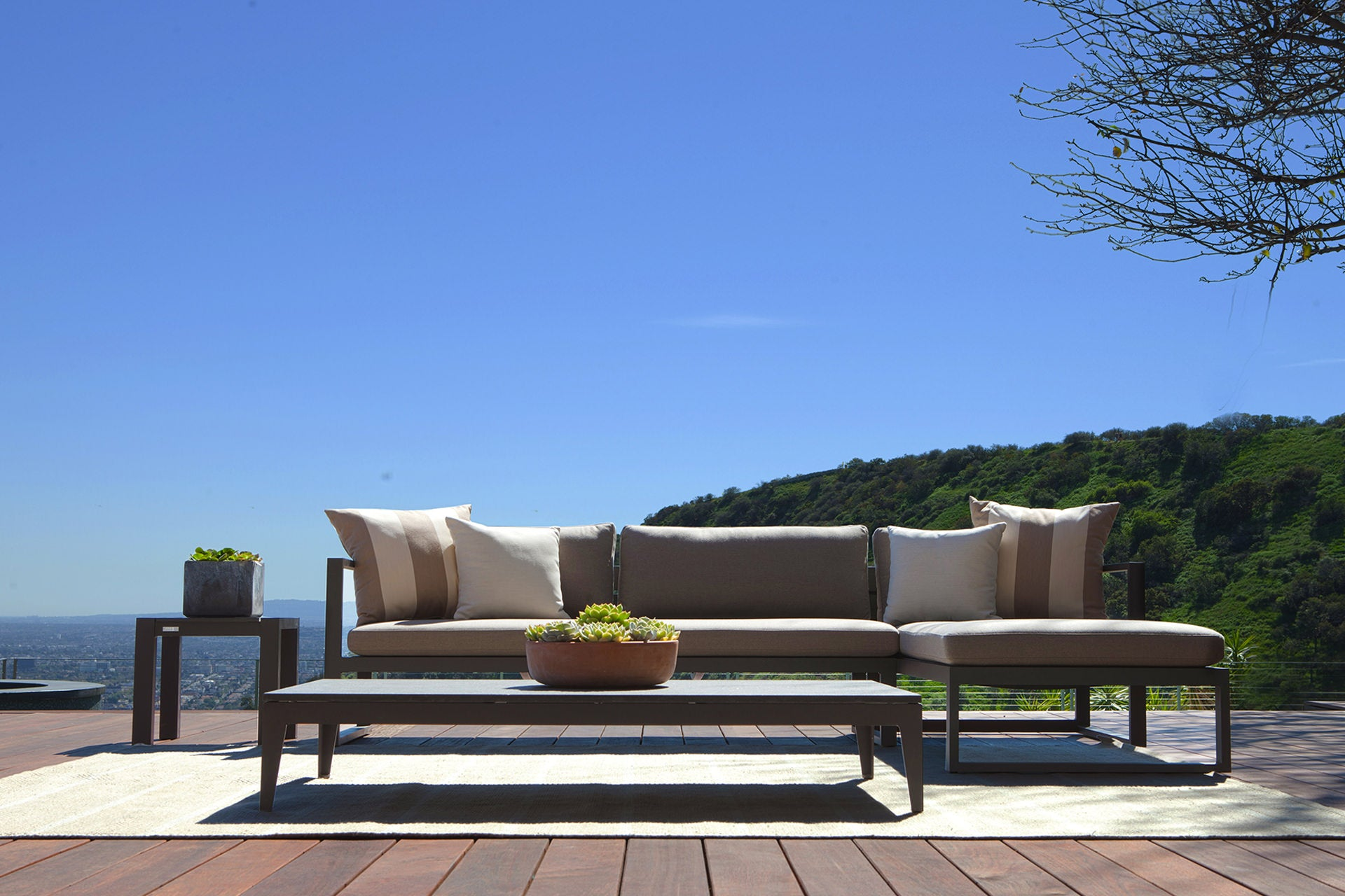 Universal Outdoor Furniture