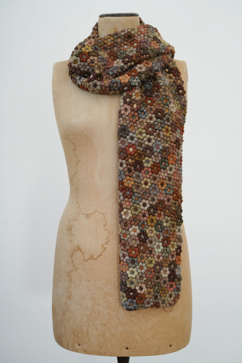 Sophie Digard - E3051/L MR EARTH- Freesias large crochet scarf