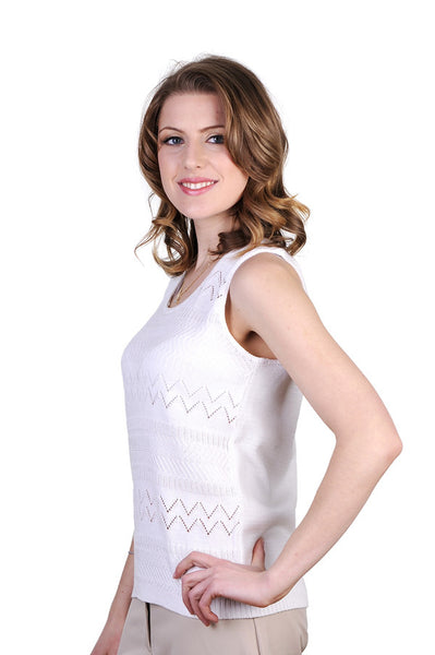 Stylish, feminine tank top. Perfect for those hot days.
