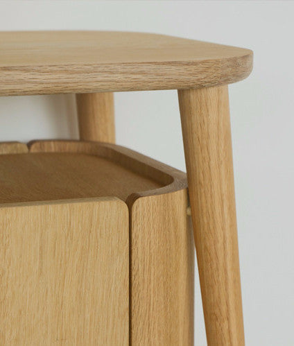 hold bedstand detail 1