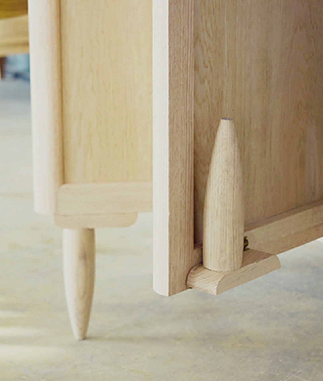 Ziinlife APO CUPBOARD Detail Leg