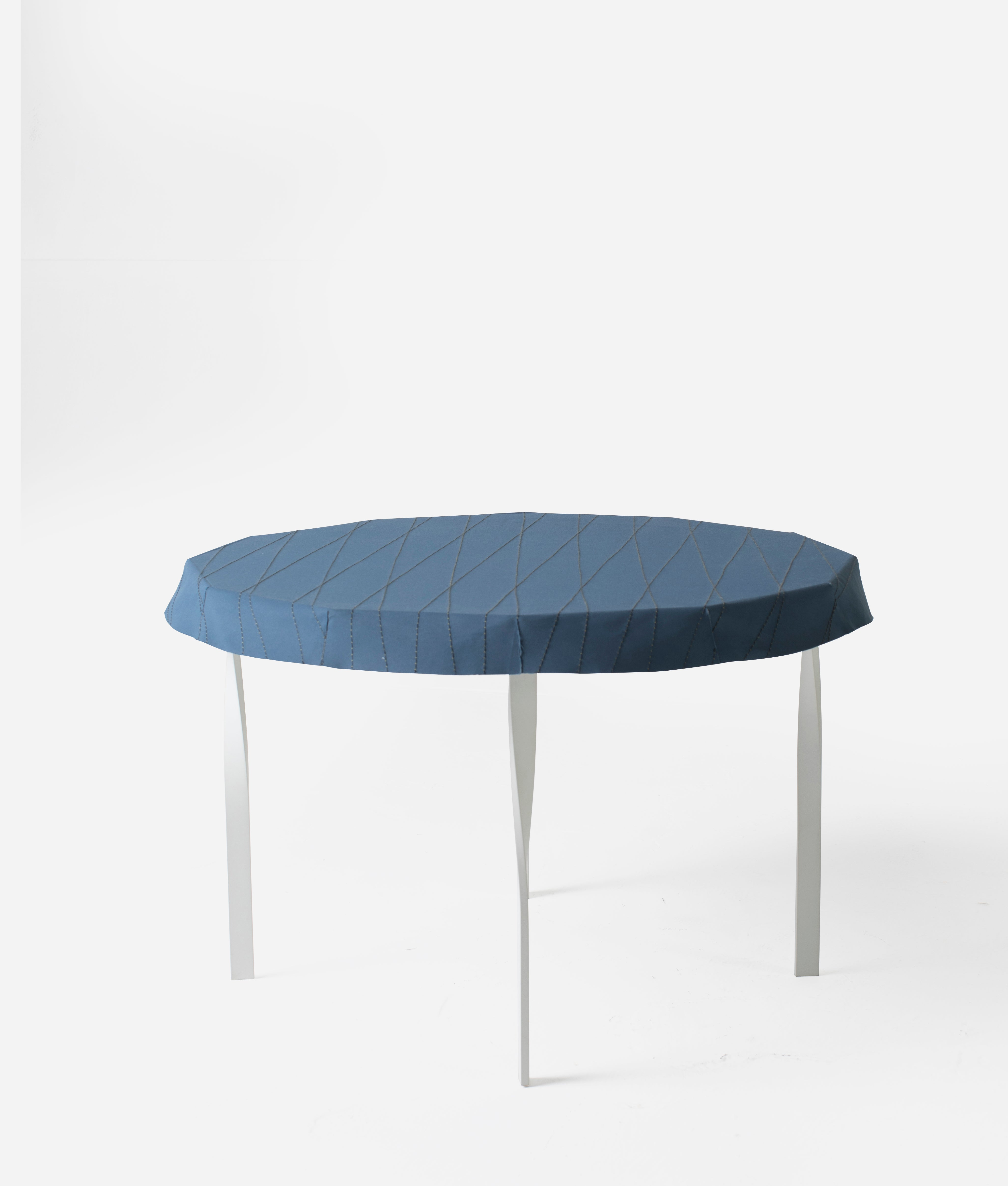 Ziinlife Lotus tea table white and navy