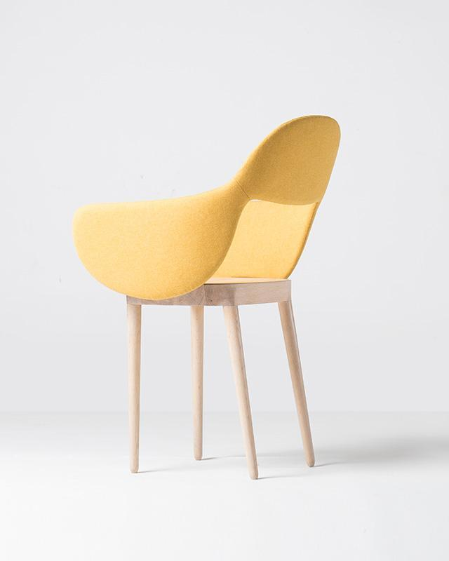 SLEEVE CHAIR yellow