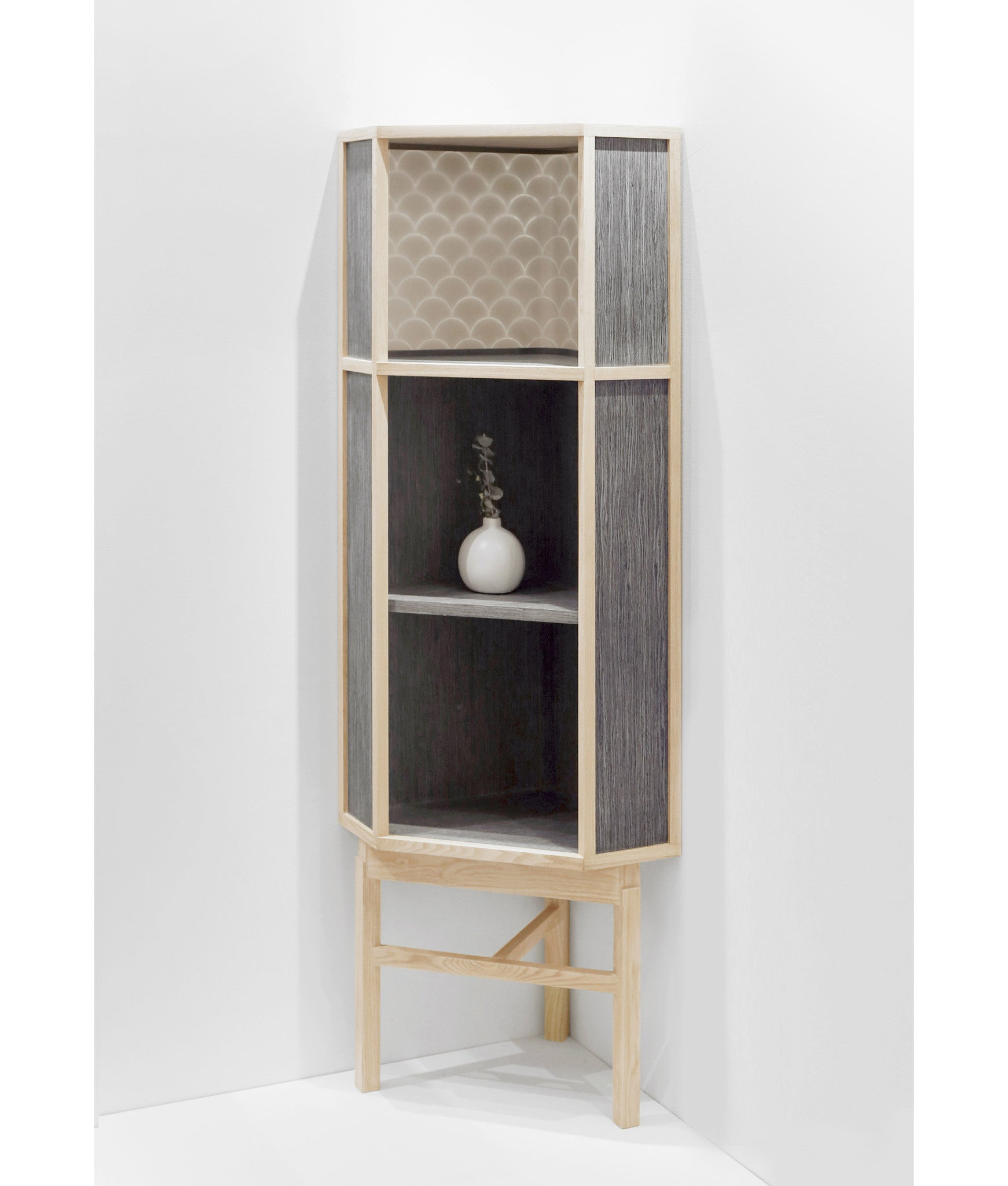 ENLIGHT CORNER CABINET Natural Silver