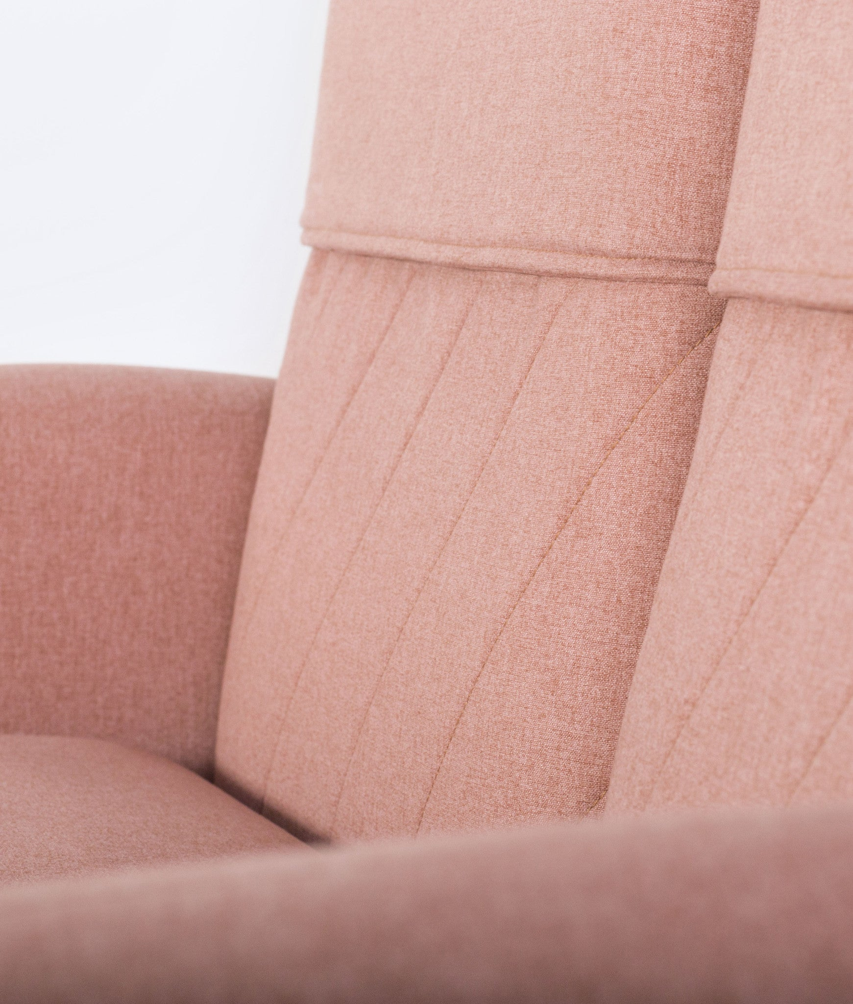 TURTLENECK SOFA - TRIPLE peach detail