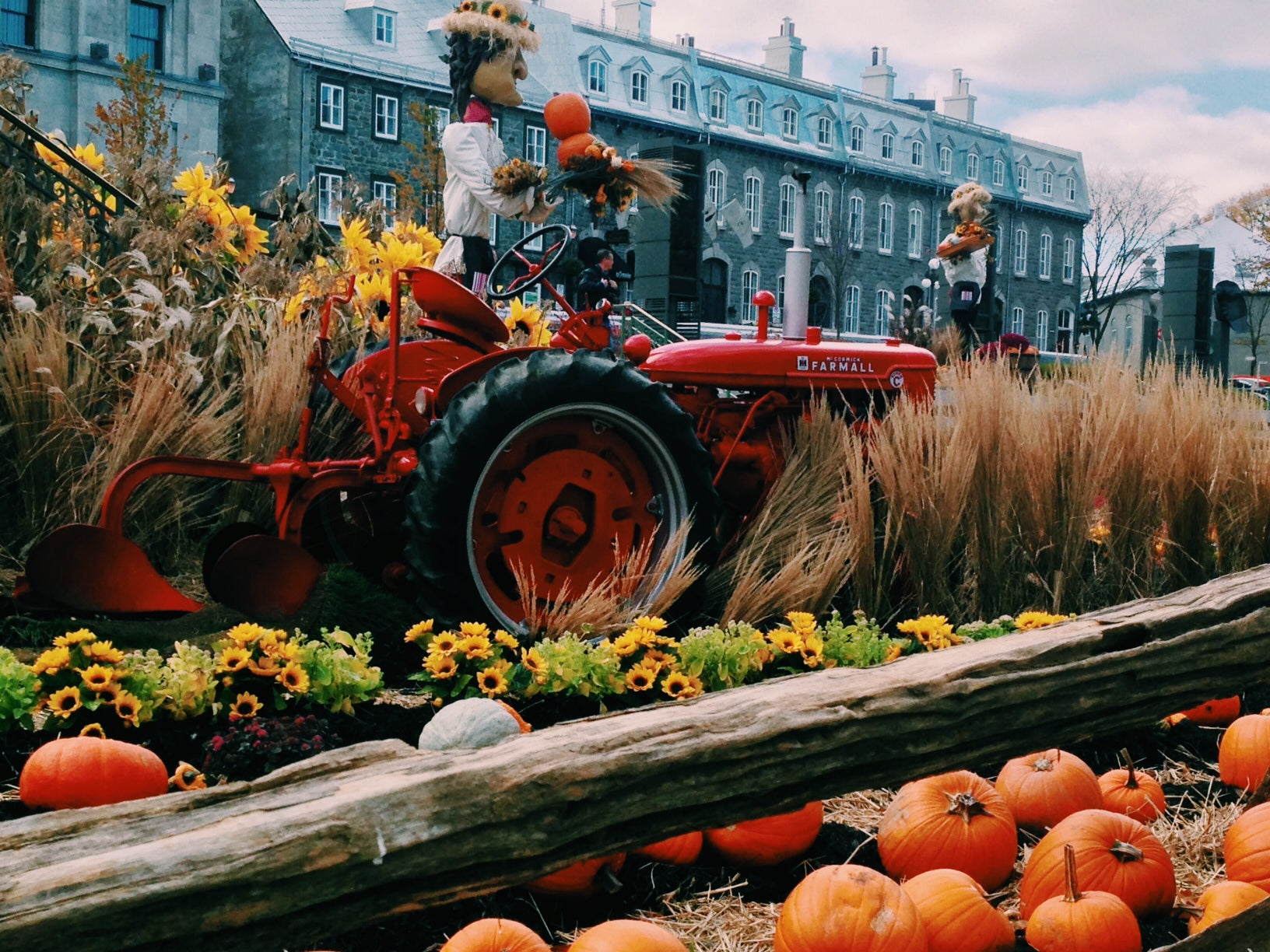 old quebec, old town, quebec, quebec city, fall, autumn, fall decor, fall festival, pumpkin, chateau frontenac, canada, canada travel