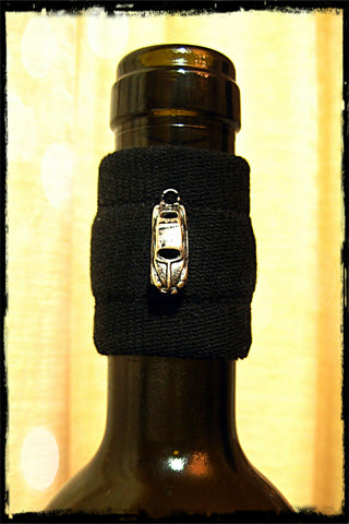 Wine band accessory drip stopper with silver car pendant
