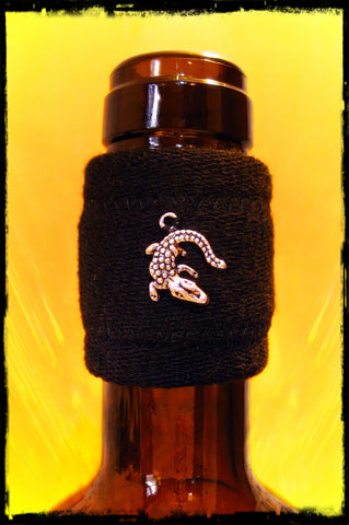 Wine band drip stop accessory with silver crocodile pendant