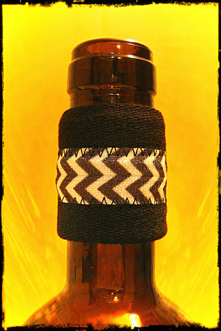 Wine bottle drip stopper with black and white band