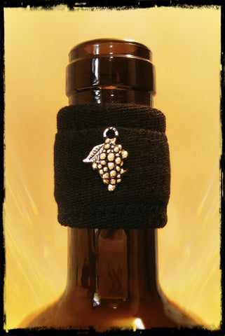Wine bottle band drip stopper with silver grapes accessory