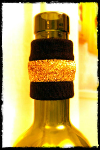 Wine band bottle accessory drip stopper gift with gold sparkle dripteez