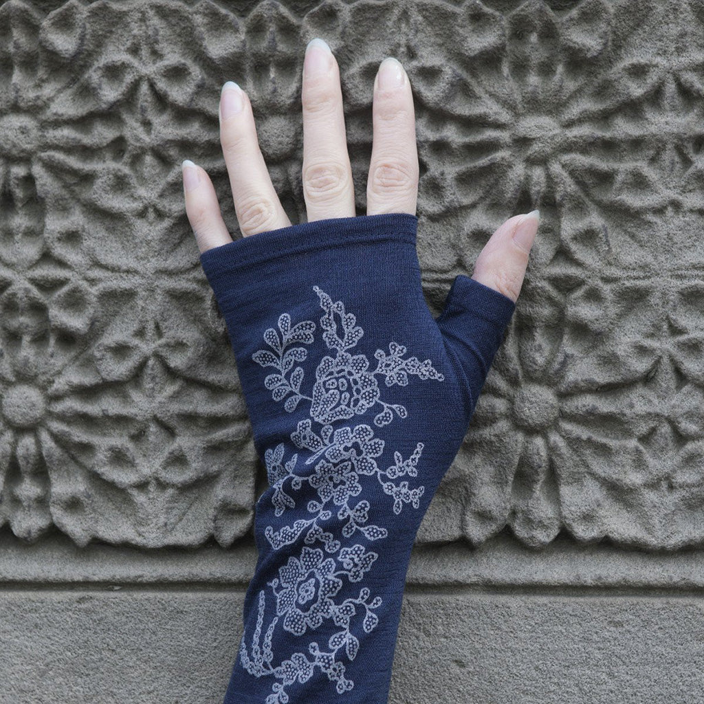 Ink lace print merino fingerless gloves