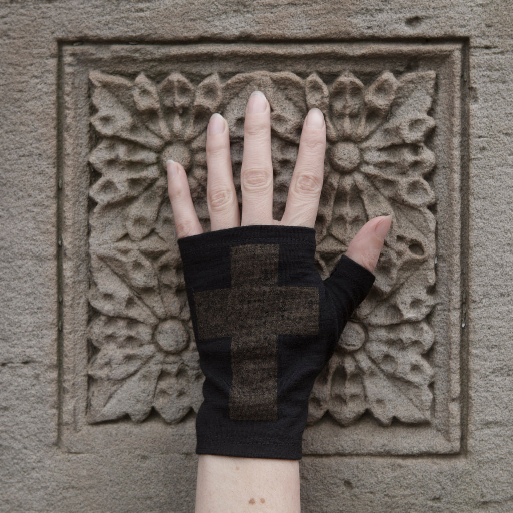 Black hobo length cross printed merino fingerless gloves