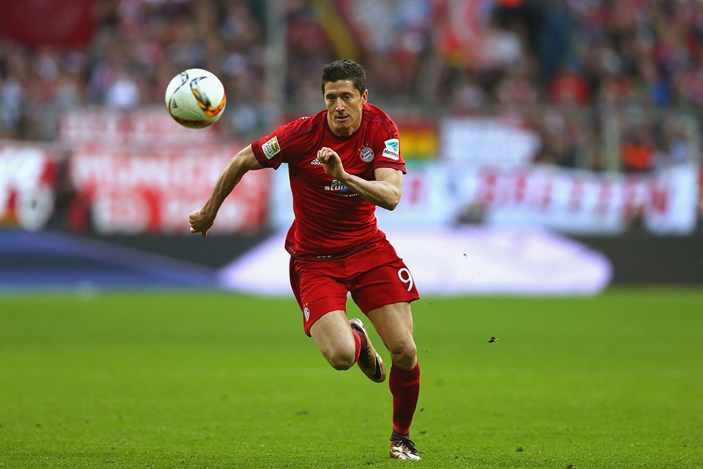 Robert Lewandowski Play Poster
