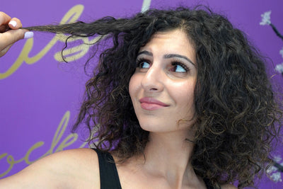 How to Tame Frizzy Hair in Humid Weather