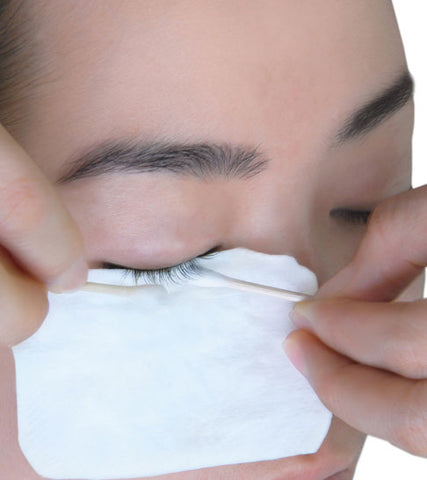 cleaning eyelash extensions