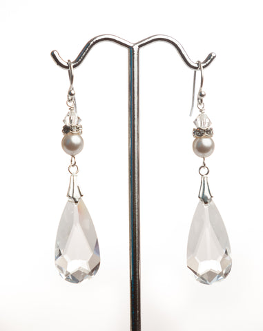 I050 Pearl Tear Drop Earring