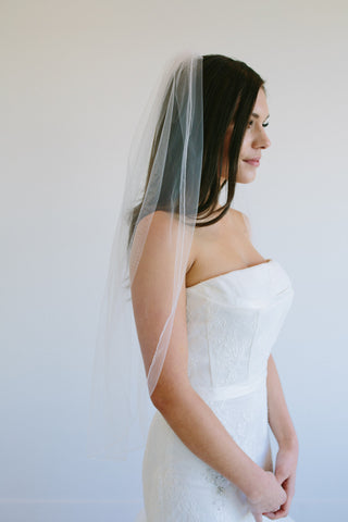 VN1052 Serged Edge Veil