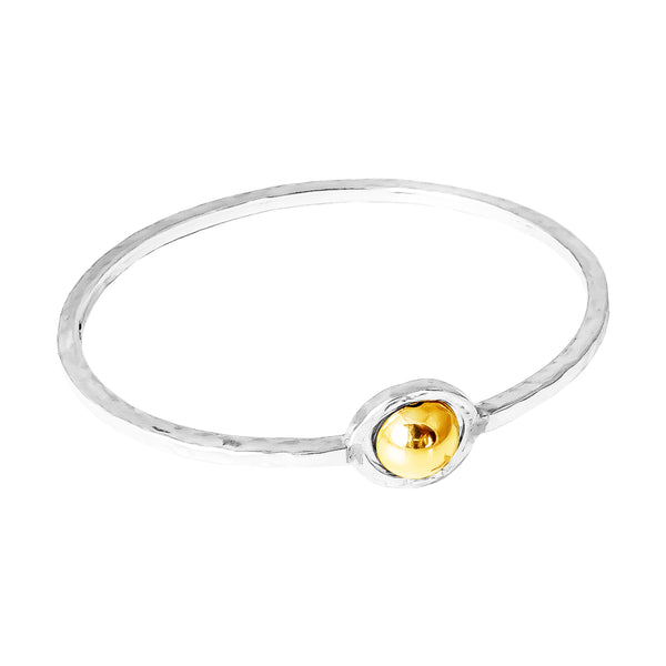 Atticus Large Feature Oval Hammered Bangle | Polished Gold Detail